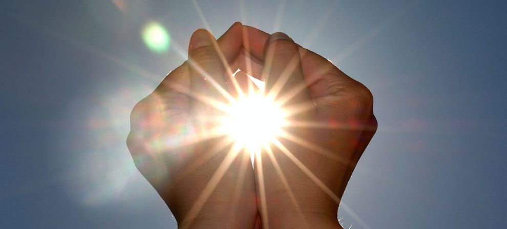 Reiki - A picture of the hands grasping the sun